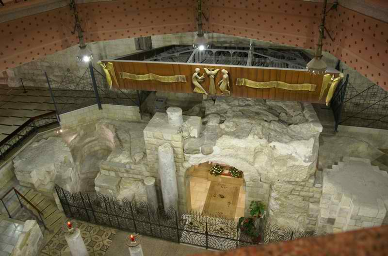 Basilica_of_the_Annunciation_20091025_Grotto