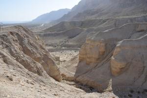 Okolina Kumerana, u daljini se vidi Mrtvo more