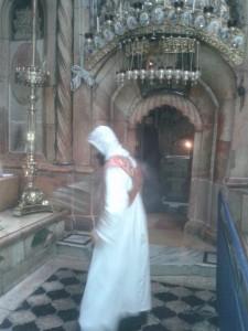 Sirijski redovnik posvećuje Sveti Grob